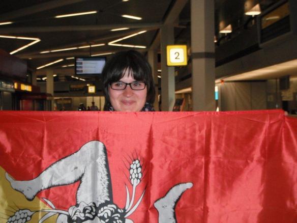 Viva la Sicilia! Ankunft in Berlin-Tegel mit sizilianishcer Flagge